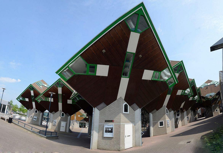 Van Speelhuisplein naar Piet Blomplein in Helmond
